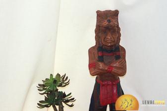 Levaltipis - indien en bois dans son tipi